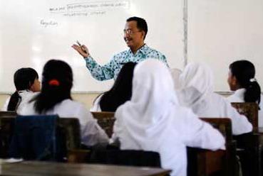 ... guru dan dosen bahwa guru adalah pendidik profesional profesional