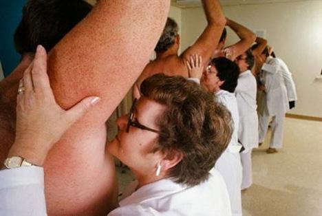 http://gilangirfaulhimam.files.wordpress.com/2010/08/armpit-sniffer.jpg